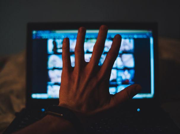 المراهقة في عصر انتشار الإباحية على الإنترنت