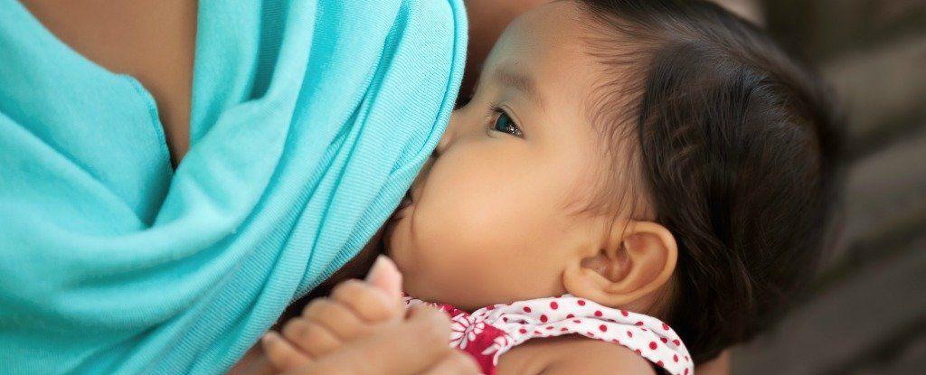 هل تخفف الرضاعة الطبيعية من خطر الإصابة بسرطان الثدي؟ هذا ما يقوله العلم