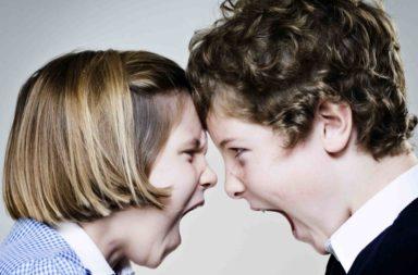 عشر نصائح في التعامل مع التنافسية بين الأشقاء - الشجارات الحتمية بين الأخوة؟ النصائح المفيدة والهادفة لخلق بيئة منزلية هادئة وتشاركية بين الأخوة