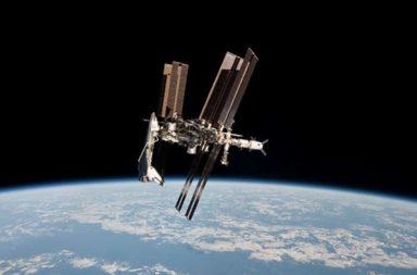10 أسباب تجعل استكشاف الفضاء مهمًا لك شخصيًا - التوصل إلى المزيد من الاختراعات العظيمة - بناء الأقمار الصناعية - استعمار الفضاء