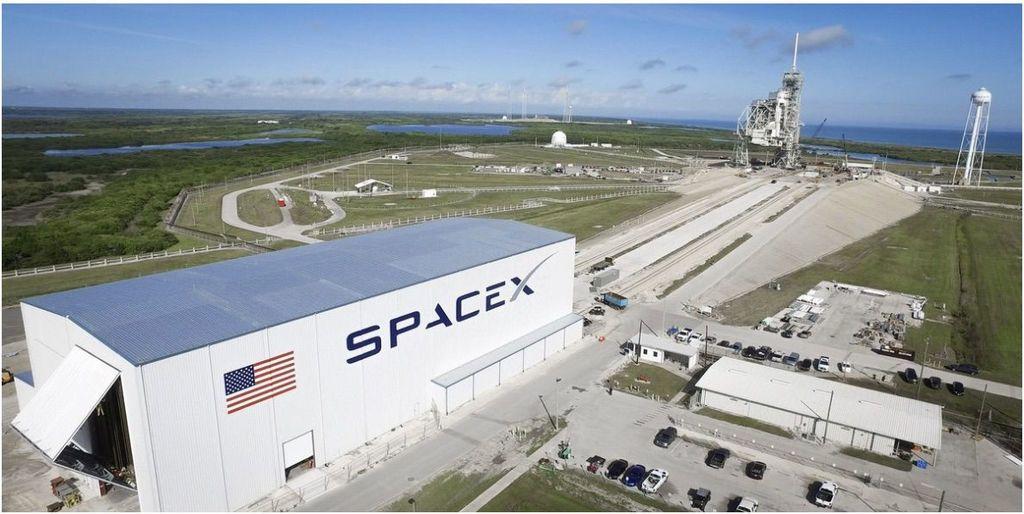 سبيس أكس ( SpaceX ) تؤجل إطلاق رحلتها الأولى من منصة إطلاق وكالة ناسا