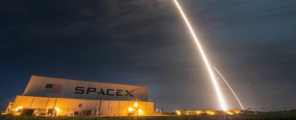 تريد شركة SpaceX ان تطوق الارض بخدمة انترنت اسرع 200 مرة من الشبكة الحالية