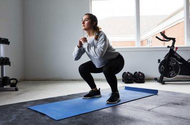 قد يكون للقرفصاء والركوع فوائد صحية - الجلوس ساعات طويلة يوميًا - القرفصاء تتضمن معدلات نشاط عضلي مرتفعة مقارنةً بالجلوس - مخاطر عدم النشاط فترات طويلة