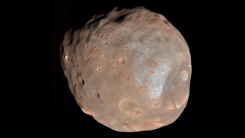 ما هو تعريف القمر ؟ وكيف تُصنّف بعض الأجرام أقمارًا؟