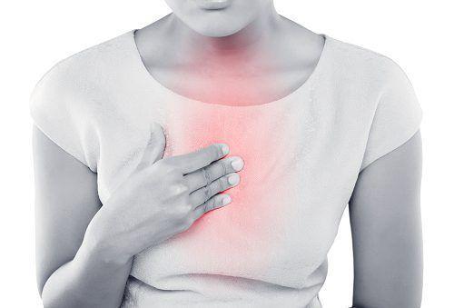 التهاب المنصف: الأسباب والأعراض والتشخيص والعلاج