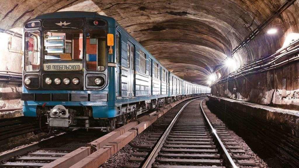 هل يُمكن لقطعة نقود على السكة الحديدية أن تُخرج القطار عن مساره؟