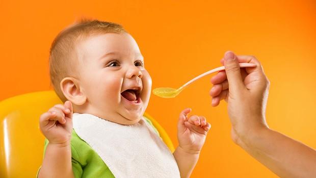 لماذا يُمنع الأطفال الرضع من تناول العسل ؟