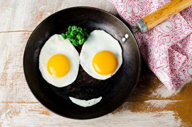 البيض: فوائده كثيرة لا تحصى، لكن ما هي مضاره؟ - مخاطر الإكثار من تناول البيض - فوائد بيض الدجاج - المحتويات الغذائية لبيض الدجاج
