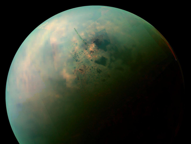 ما الذي يخفيه قمر زحل تايتان ؟