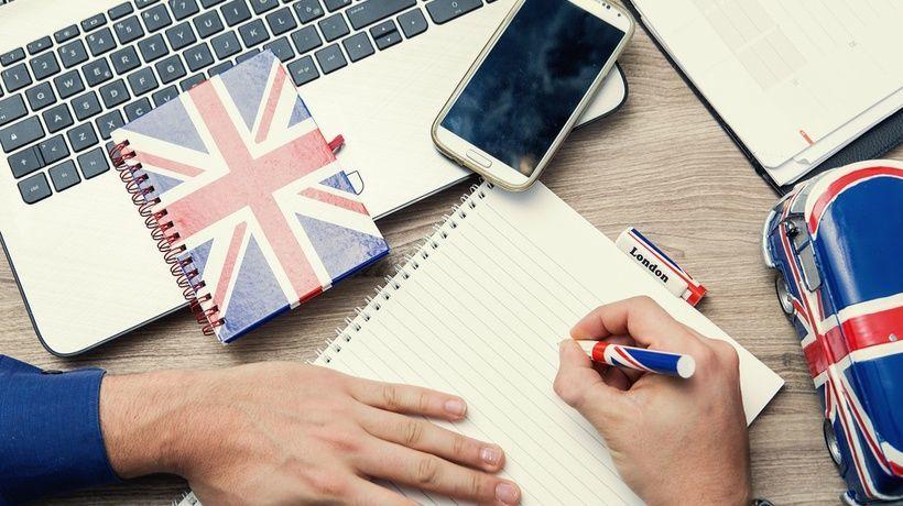 تعلم الإنجليزية بمساعدة الأفلام والأغاني مع روابط تحميل برامج وكتب ومواقع مساعدة