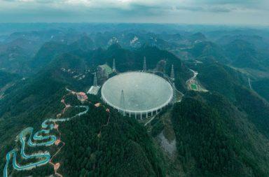 التلسكوب الصيني الراديوي الضخم FAST يدخل حيز الخدمة بشكل كامل - تقعر أرضي ضمن جبل في مدينة غويزهو Guizhou جنوب غرب الصين - تلسكوب FAST