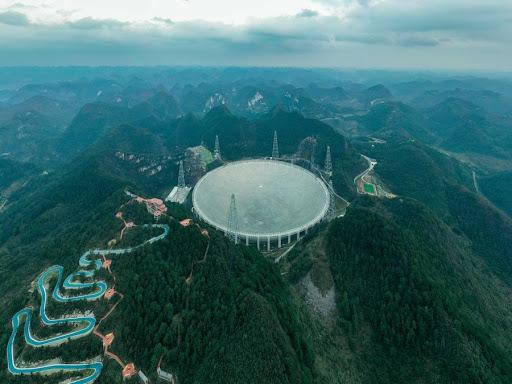 التلسكوب الصيني الراديوي الضخم FAST يدخل حيز الخدمة بشكل كامل