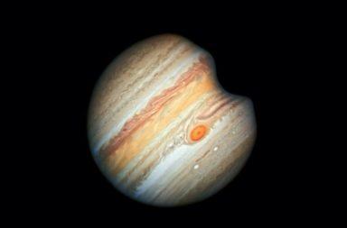 جسم ضخم غامض اصطدم بكوكب المشتري - ضربت صخرة كبيرة تائهة العملاق الغازي الكبير والتقط العلماء صور الانفجار في الغلاف الجوي العلوي للكوكب