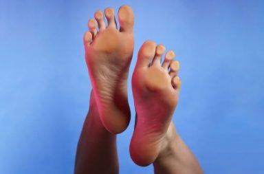 الهوس الجنسي بالأقدام (فتيش القدم): كل ما تود معرفته - الإثارة من القدمين وأصابع القدم - لماذا يحب البعض القدمين - لماذا الأقدام مثيرة جنسيا